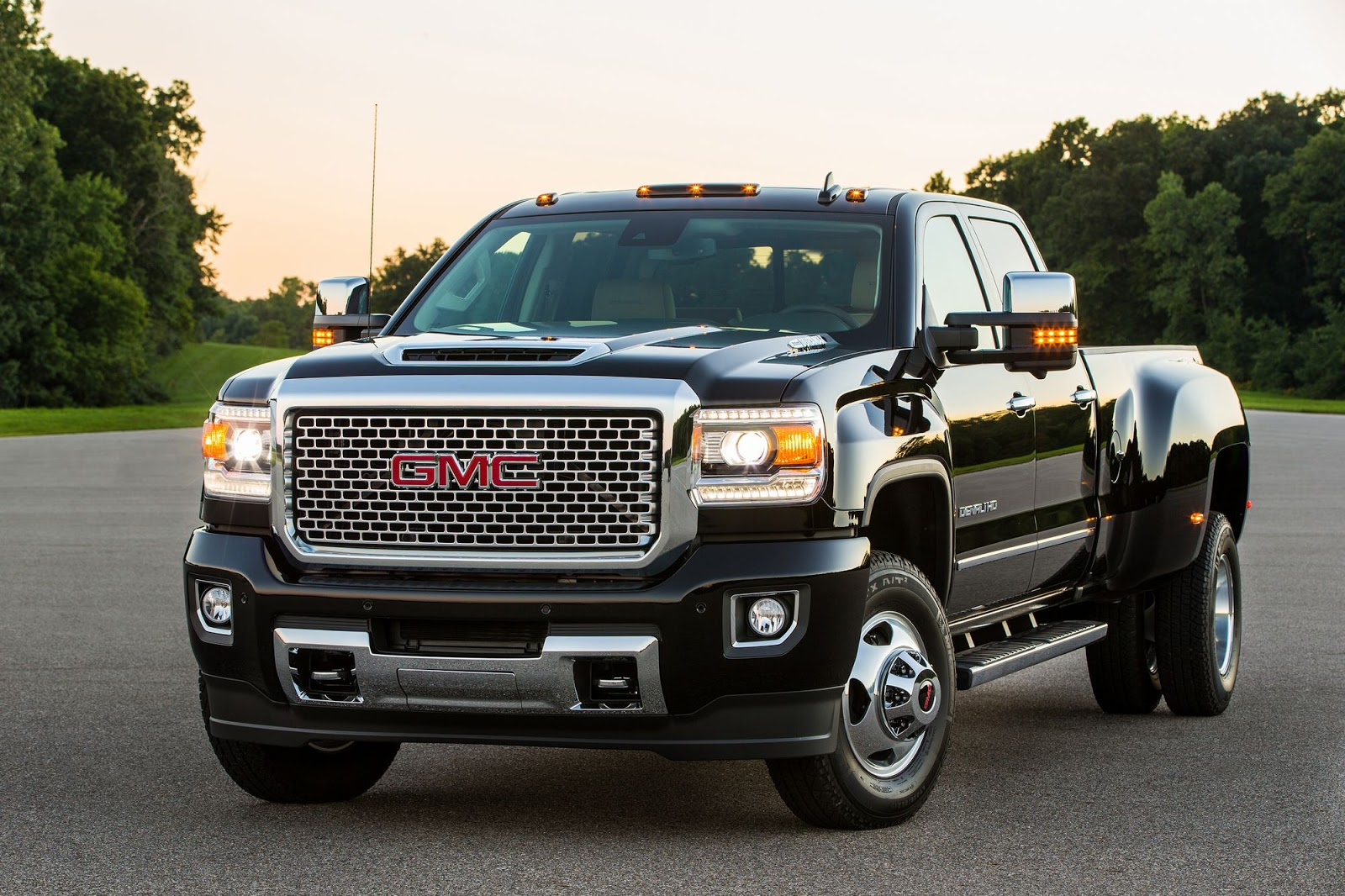 gm sued for using defeat devices on chevy silverado and gmc sierra carscoops. Black Bedroom Furniture Sets. Home Design Ideas