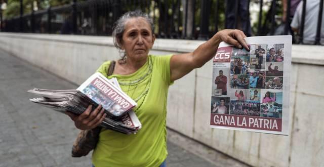 La crisis y el control del Gobierno arrasan con los periódicos en Venezuela