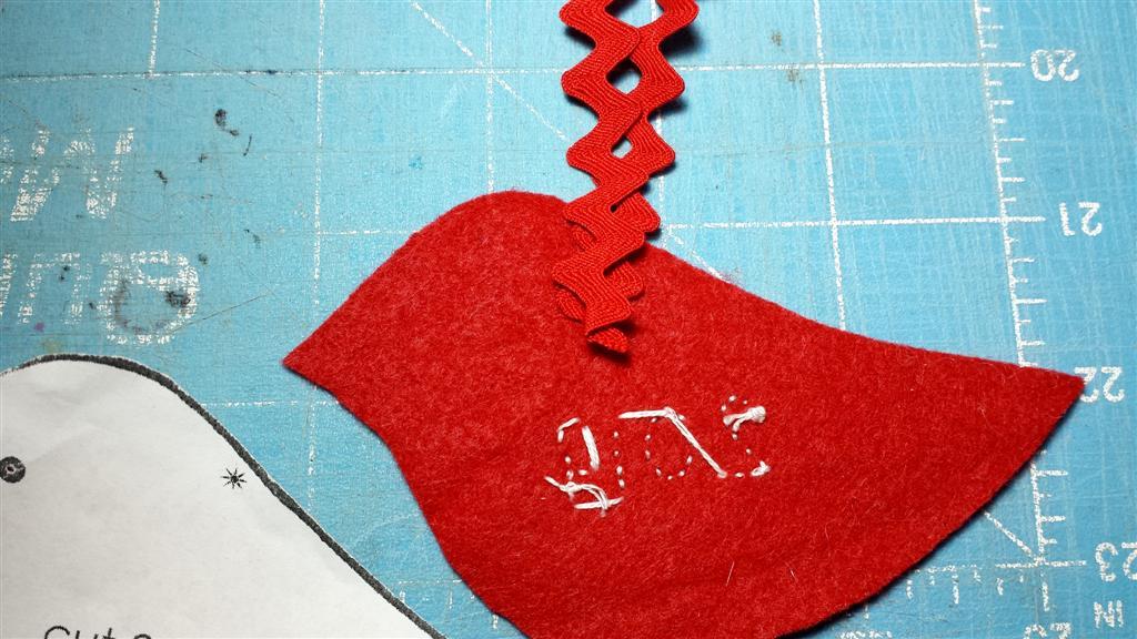 Pássaro de feltro ornamento de Natal, tutorial e padrão, DIY, via refabulous