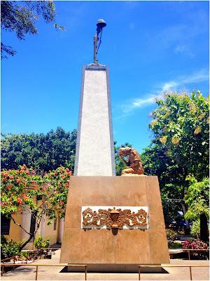 Plaza Monument