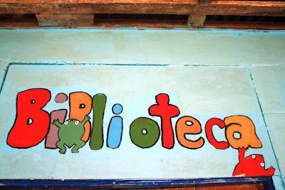 Biblioteca de la escuela de Tortuguero