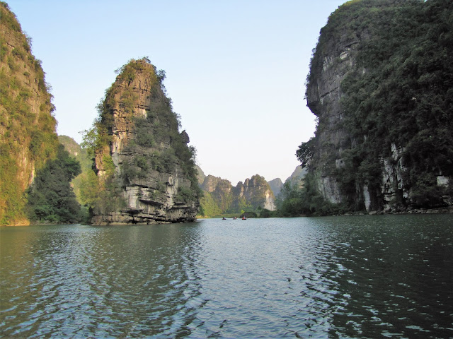 trang an tour boat ninh binh vietnam