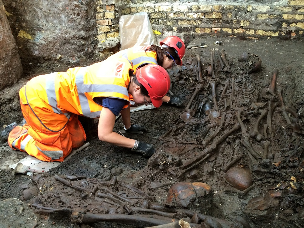 UK: 17th century plague pit unearthed in London