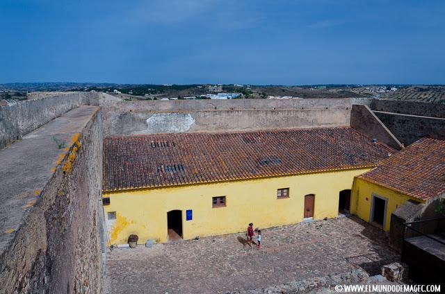 Castillos-de-Portugal, patio de armas