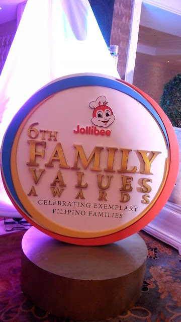 Last October 7, 2016, 6:00 P.M., Jollibee's annual Gabi ng Parangal para sa Pamilyang Pilipino was held at the Rizal Ballroom of the Makati Shangri-La.