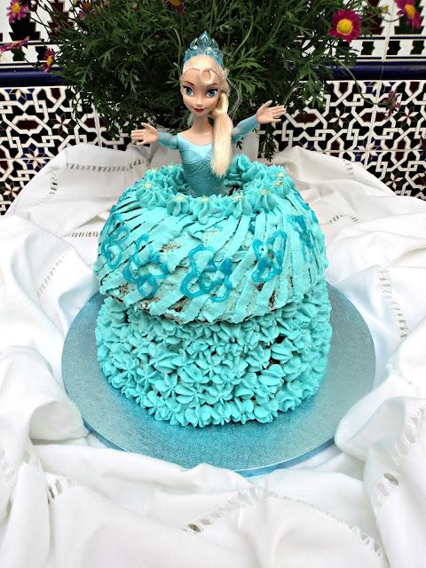 tarta-vestido-muñeca-frozen-cerca
