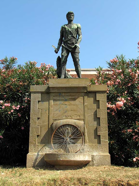 Wheel without the bicycle, Peasant monument, Livorno