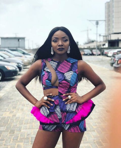 simi-rocks-controversial-dress