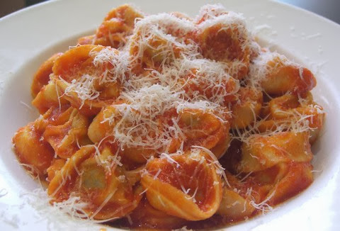 Tortellini Pasta with Cheese and Rich Tomato Sauce