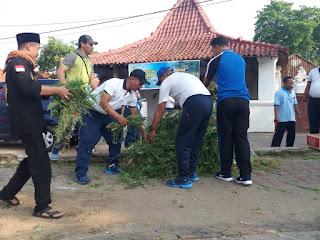 Hari Dharma Samudra, Lanal Cirebon Gelar Bersih - Bersih