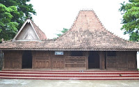 gambar rumah adat kota udus jawa tengah