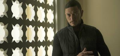 Youssef (Alan Souza Lima) chegará ao Brasil e sequestrará a mocinha em Órfãos da Terra, da Globo