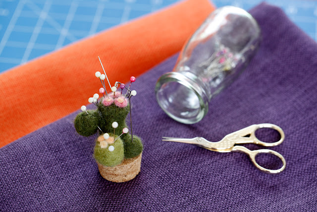 http://creativityunmasked.blogspot.co.nz/2016/05/how-to-make-needle-felted-cactus-pin.html