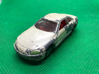 トヨタ ソアラ のおんぼろミニカーを斜め前から撮影