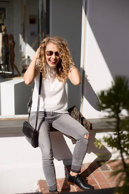 style blogger with curly hair