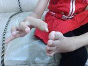 Menjentik ibu jari kaki untuk mengatasi kesemutan di tangan