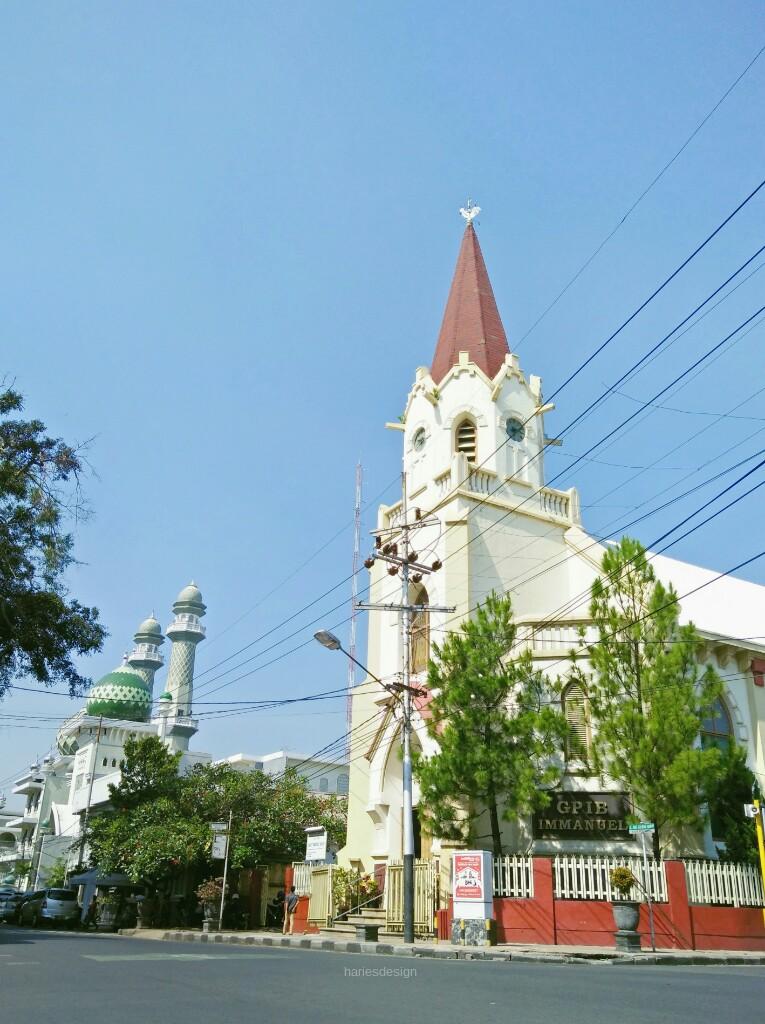 Hanya Di Malang Masjid Jami Dan Gereja Immanuel Berdiri