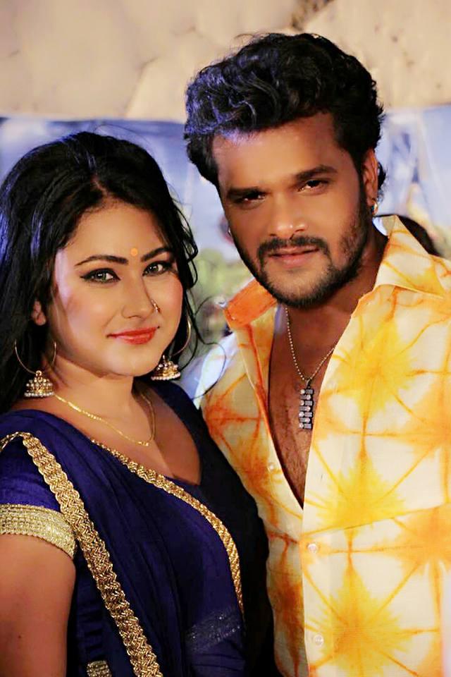 Priyanka Pandit and Khesari Lal Yadav as Police Look in Main Sehra Bandh Ke Aaunga