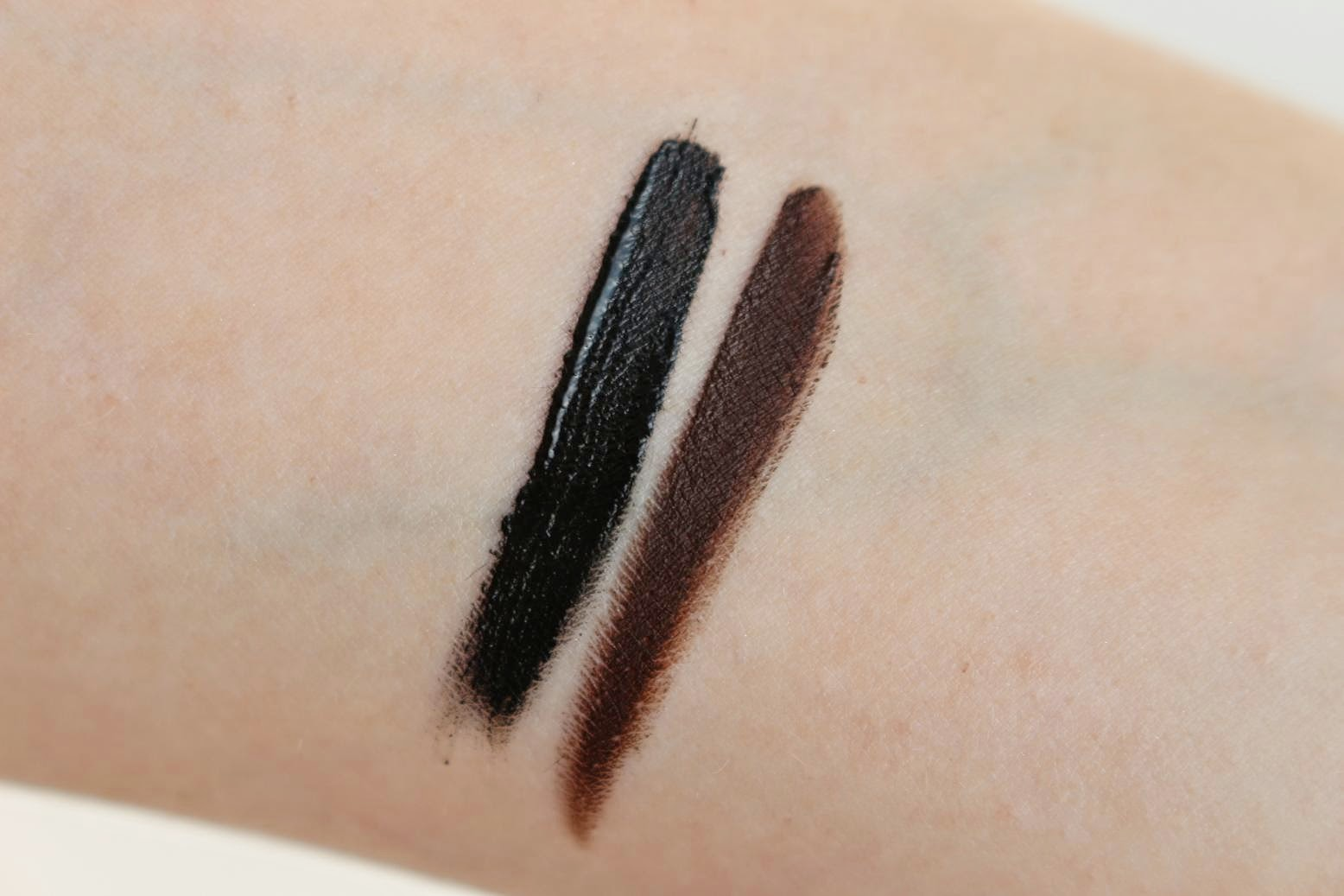 The Body Shop Smoky 2 in 1 Gel Liner