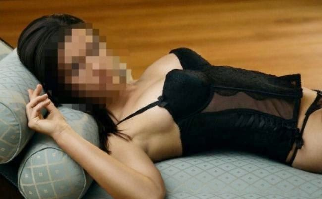 Mia khalifa spreads her pussy wide open