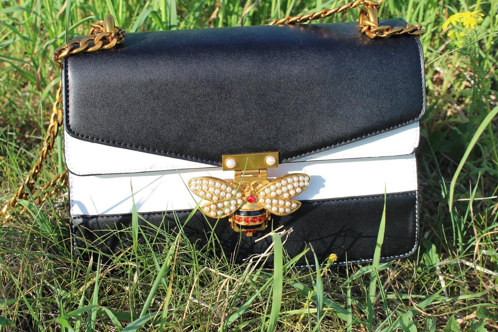 Torebka listonoszka z pszczołą - cudowne uzupełnienie letniej stylizacji ze sklepu Brytyjka.pl