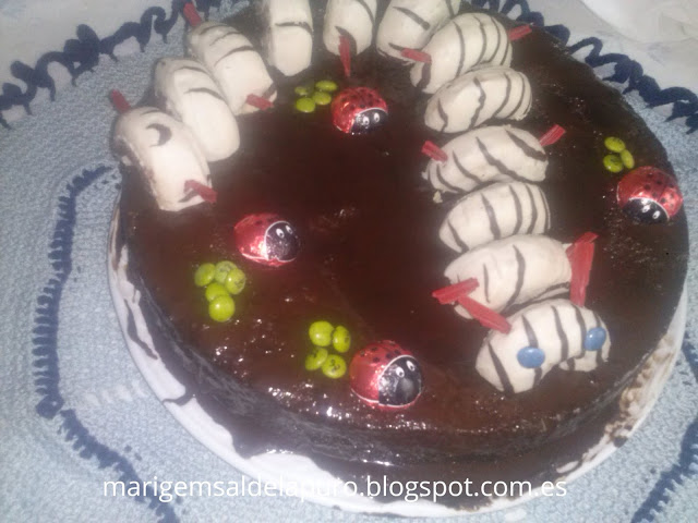 diy-tarta-gusano-donetes