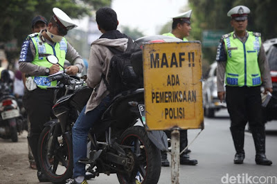 Sebenarnya Polisi Berhak Atau Tidak Menilang Kendaraan Yang Pajaknya Telat?