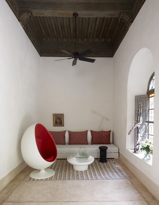 Safari Fusion blog | Colour crush: Red | Red egg chair, Riad Mena Marrakech, Morocco