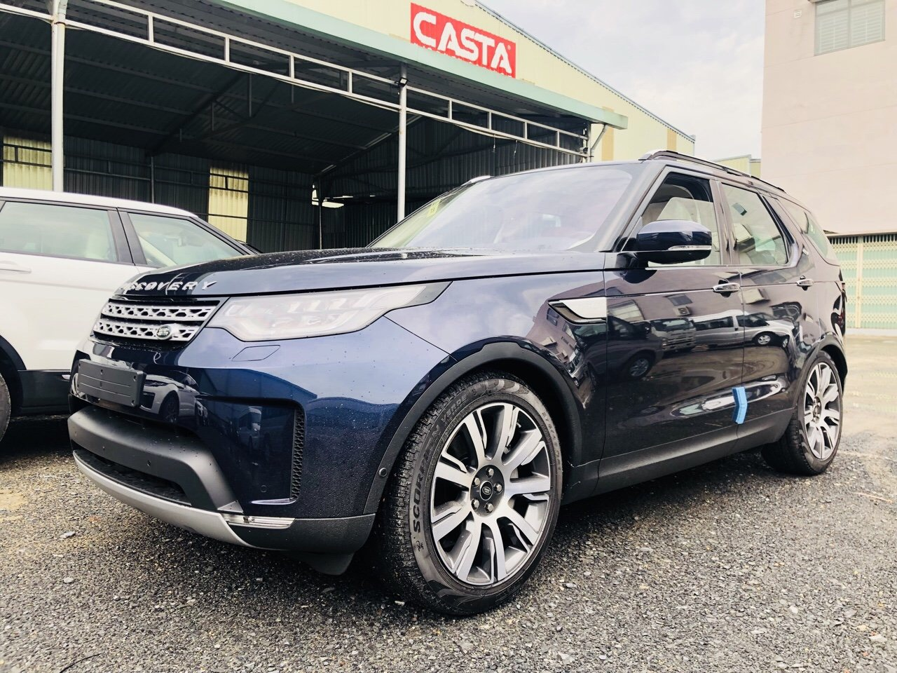 2019-2020 New Land Rover Discovery HSE Luxury Loire Blue Si6.