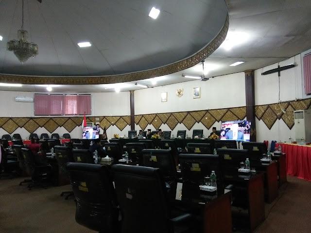 Sepi Kehadiran Anggota Dewan, Rapat Paripurna DPRD Kota Padang Dengarkan Pidato Presiden Jokowi