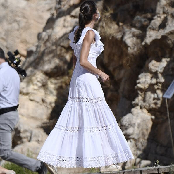 Queen Letizia wore a new lace long dress from Charo Ruiz Ibiza, and an espadrille wedges from Macarena. carries White Lily straw tote bag