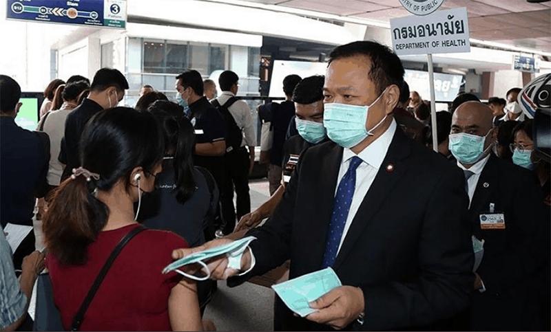 Tailandia instala máquinas expendedoras de barbijos de tela en el transporte público
