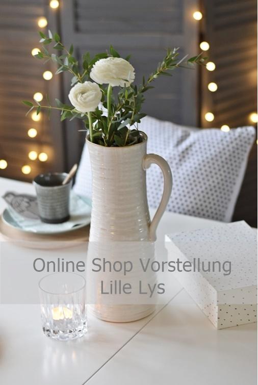 House Doctor Vase mit Eukalyptus und Ranunkeln