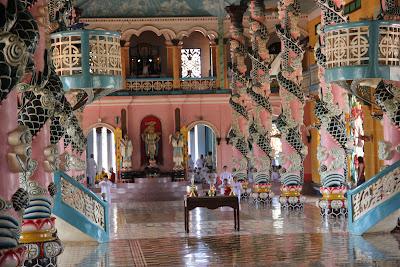 Arquitectura y decoración del templo Cao Dai
