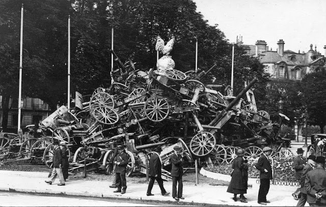 ww1 Captured German guns  Paris Elysees