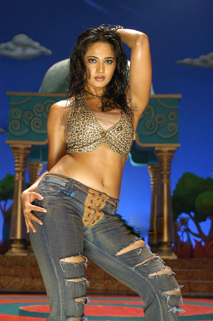 Sexy and hot Anushka Shetty Hot images