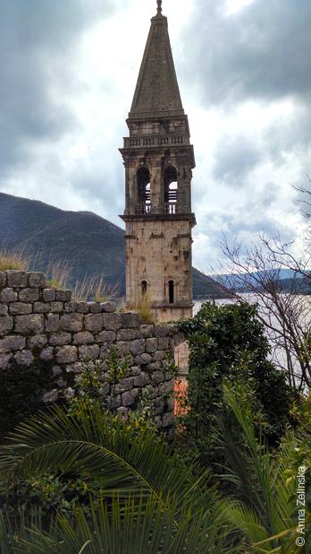 Колокольня, вид сверху, Черногория