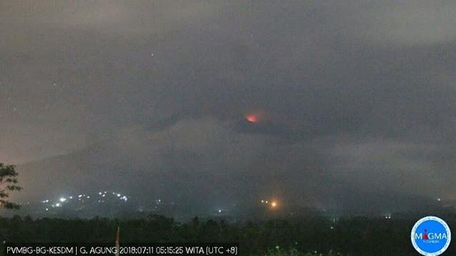 Breaking News!! Gunung Agung Bali Erupsi, Warga Diminta Menjauh