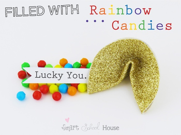 Golden Fortune Cookies filled with rainbow candies #stpatricksday #rainbow www.smartschoolhouse.com