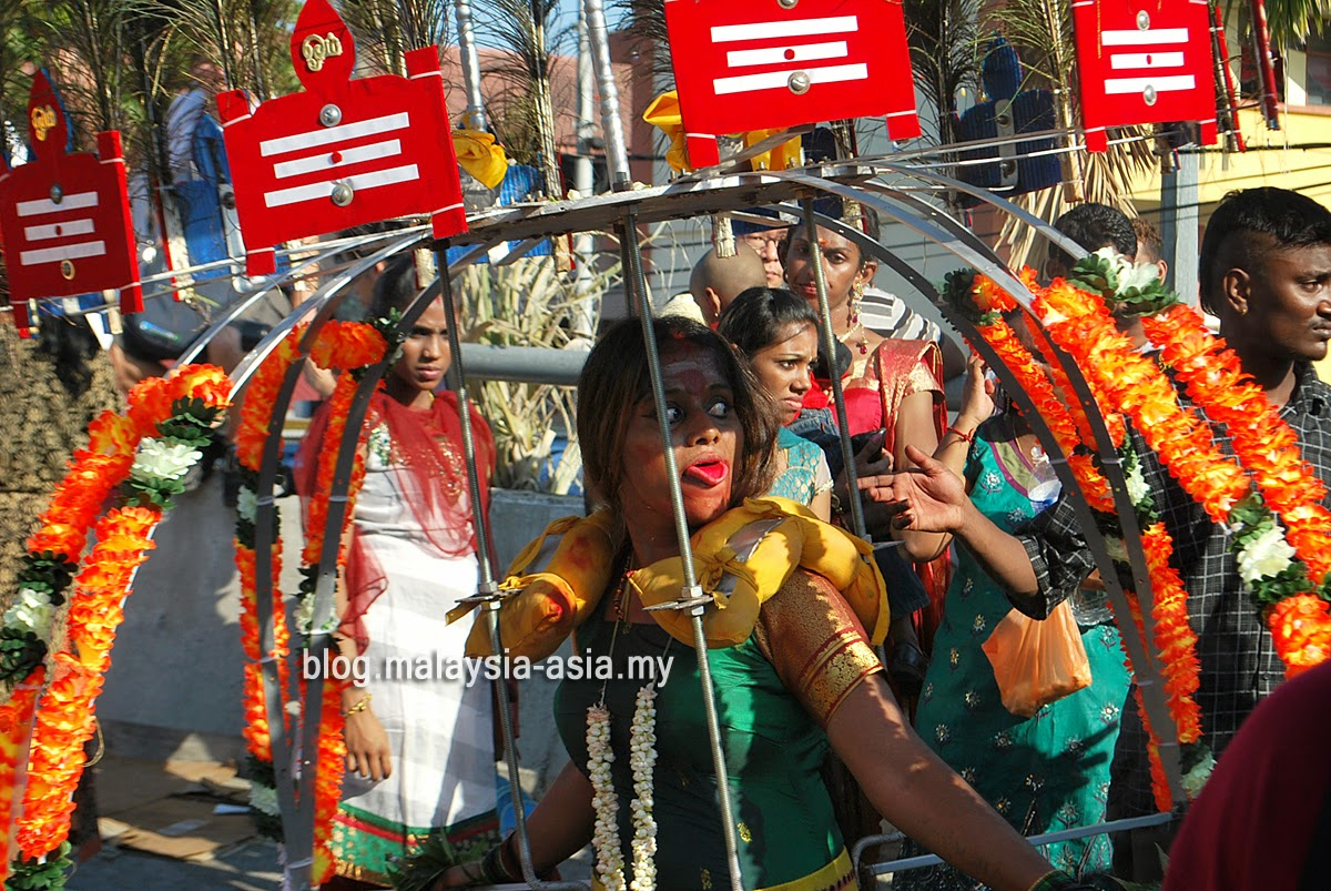 Women carrying Kavadi Photo