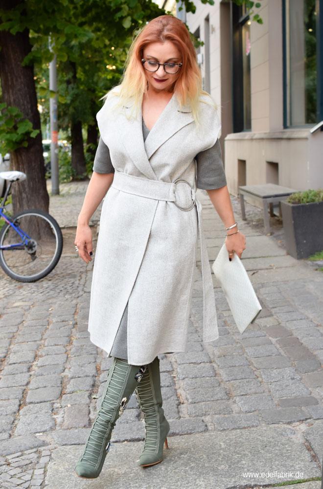 Lange, graue Weste von Zara, Bast Clutch