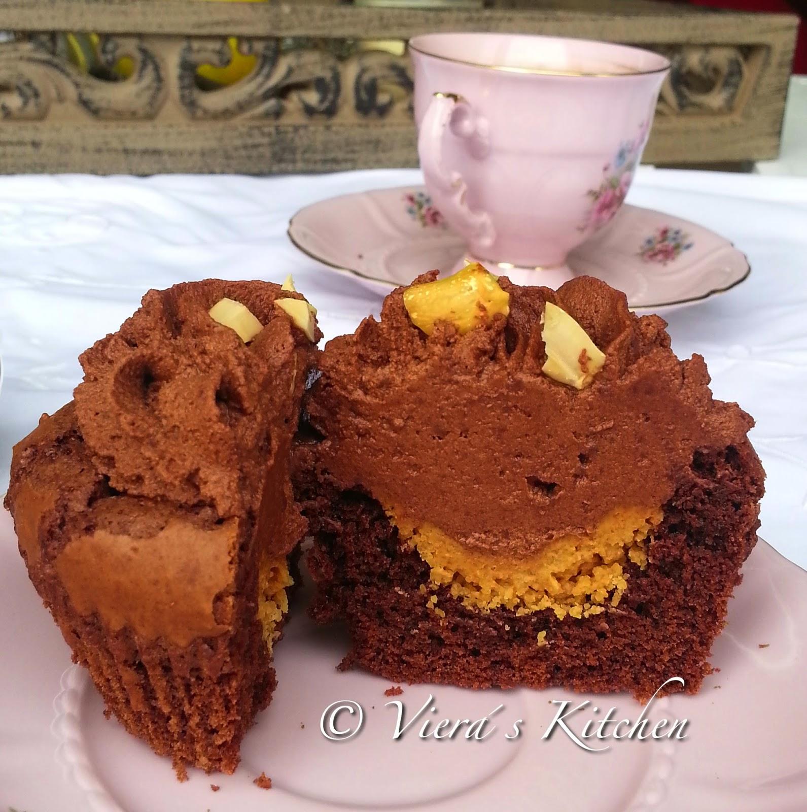 http://vieras-kitchen.blogspot.de/2014/11/erdnuss-schoko-cupcakes-fur.html