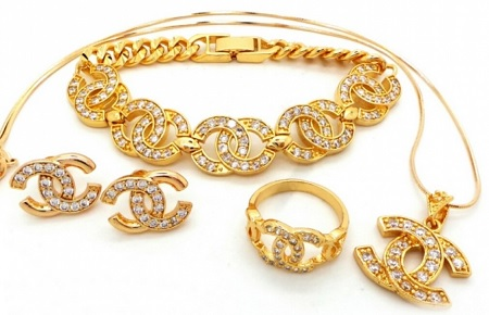 jika perhiasan emas anda terlanjur kusam maka lakukan proses pencucian mengikuti langkah dalam artikel ini