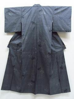 大島紬のカーネーションの着物