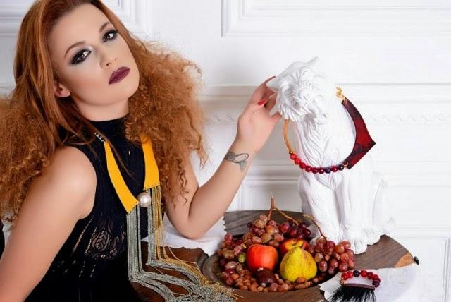 Die überraschende Slava Andreykina zeigt ihre Schönheiten bei einem Fotoshooting