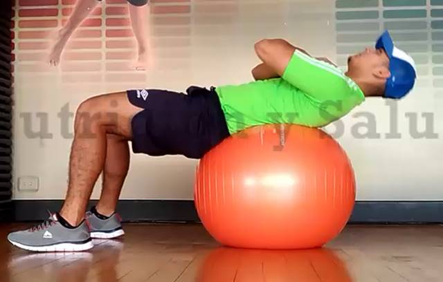 Crunches sobre fitball