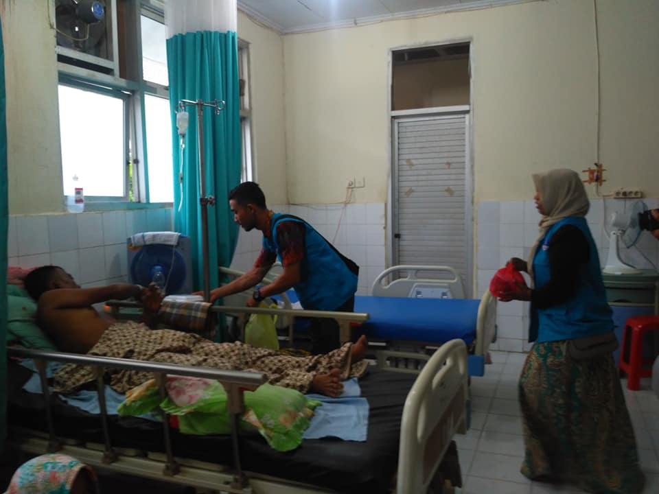 LPD Membagi Bahan Berbuka Puasa Untuk Pendamping Pasien di 3 Rumah Sakit Umum
