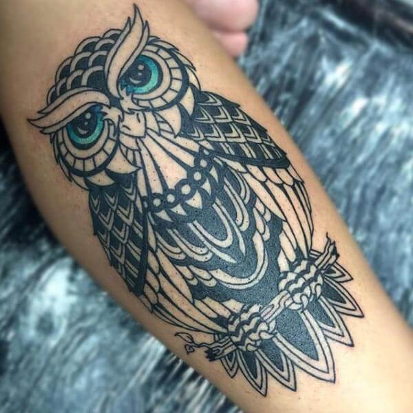 yeşil gözlü baykuş dövmesi