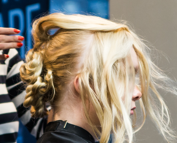 solmut hiuksissa kampaus kampaajan tekemä kampaus nutturakampaus kotona