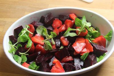 añadimos la remolacha y las fresas